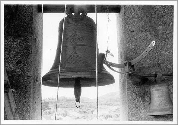 O Sino da Minha Aldeia - Foto: António Marques, 1980  - Capeia Arraiana