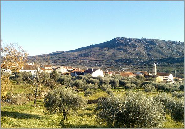 Aldeia do Casteleiro no concelho do Sabugal (Fotos: Viver Casteleiro) - Capeia Arraiana
