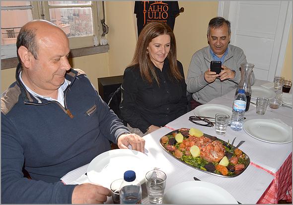 Sua Excelência o Rei Bucho veio à mesa acompanhado por enchidos, batatas e grelos - Capeia Arraiana