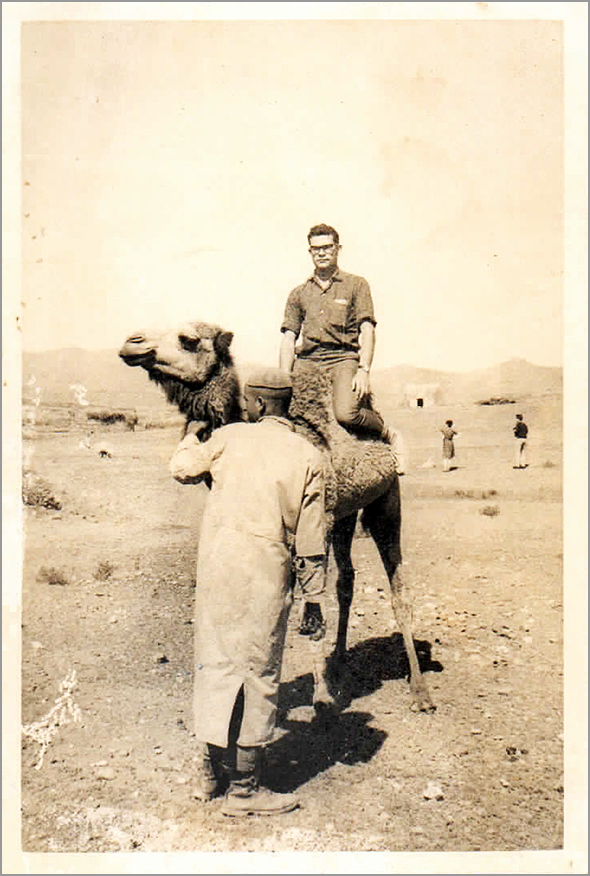 Franklim montado num camelo - Viagens de um GlobeTrotter - Franklim Costa Braga - Capeia Arraiana