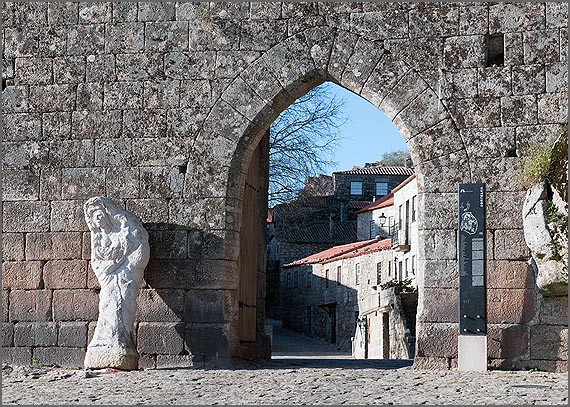 Porta do Castelo da Aldeia Histórica de Sortelha
