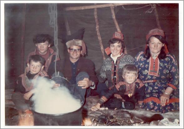 Franklim numa cabana de esquimós