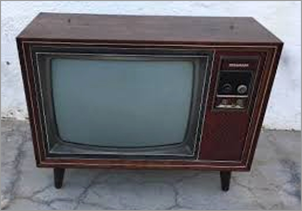 Móvel com Televisão dos anos 70 - Capeia arraiana