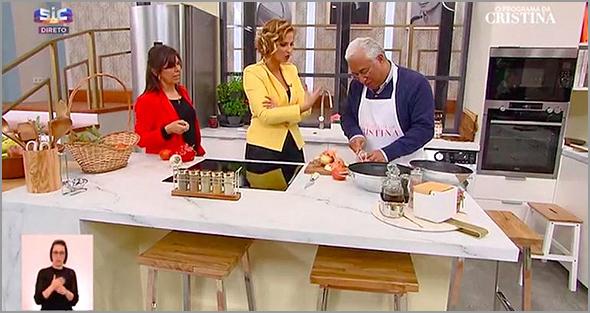 António Costa e Família na cozinha da Cristina..
