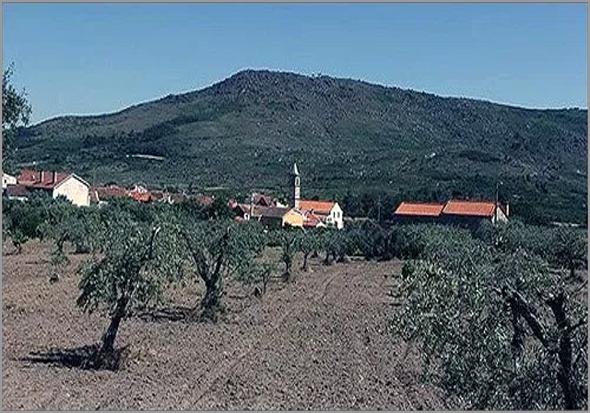 Casteleiro – aldeia aconchegada pela Serra d'Opa - Capeia Arraiana