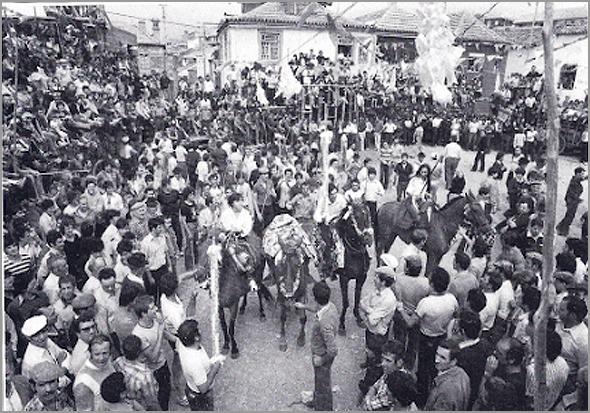 Pedido da Praça em Aldeia Velha na Capeia Arraiana de 1980 (Foto: Rui Cunha) - Capeia Arraiana