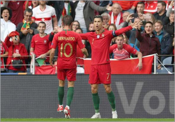Selecção Nacional com Cristiano Ronaldo em destaque