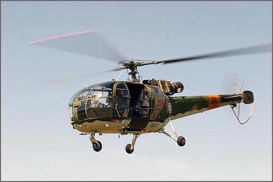 Um helicóptero Alouette III aterrou no castelo do Sabugal