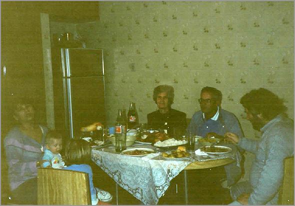 "À mesa em casa da ""irmã"" Maria"