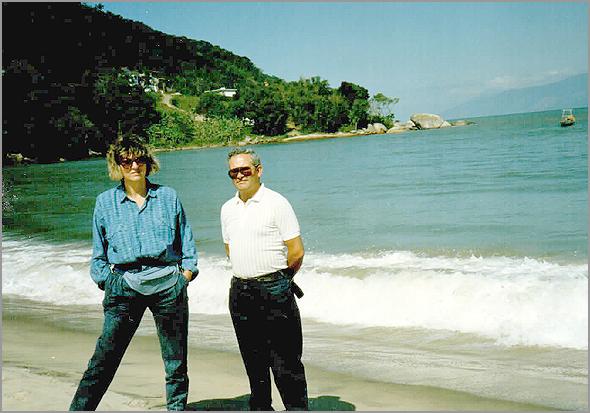 Franklim e a esposa na praia de Caraguatatuba