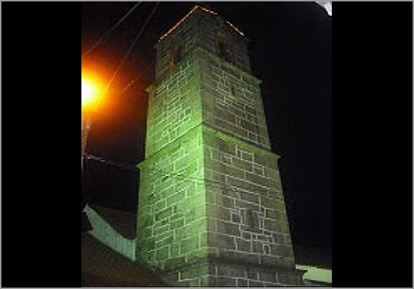 A bonita torre sineira do Casteleiro
