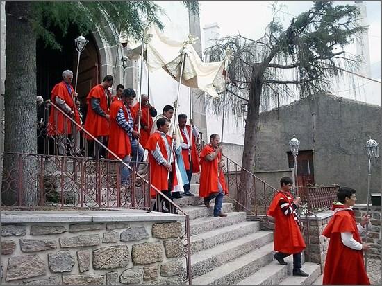 O Padre Helder na procissão da festa da Bismula, onde foi pároco