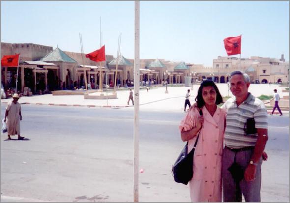 Franklim e a moça marroquina à saída de Marraqueche