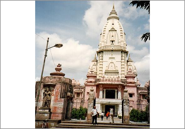 Franklim em Benares frente ao Birla Temple