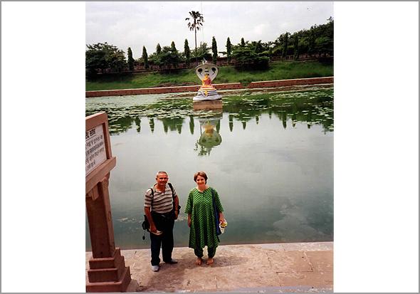Franklim e a Shaila(budista) junto ao local da iluminação de Buda