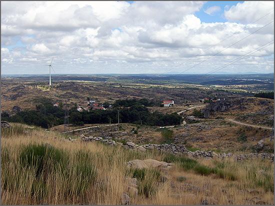 Dirão da Rua, agosto de 2019, a partir do S. Cornélio identifica-se a cidade de Sabugal e terras de Espanha