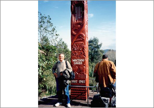 Franklim à entrada de Waitomo