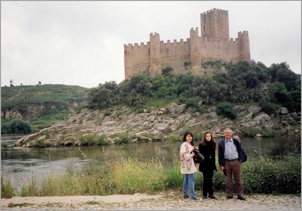 Franklim com a Ana e a Li Sut Ni já na outra margem com o castelo de Almourol atrás