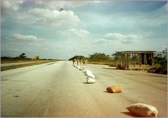 sacos de milho que secaram na autopista Sta Clara-Havana