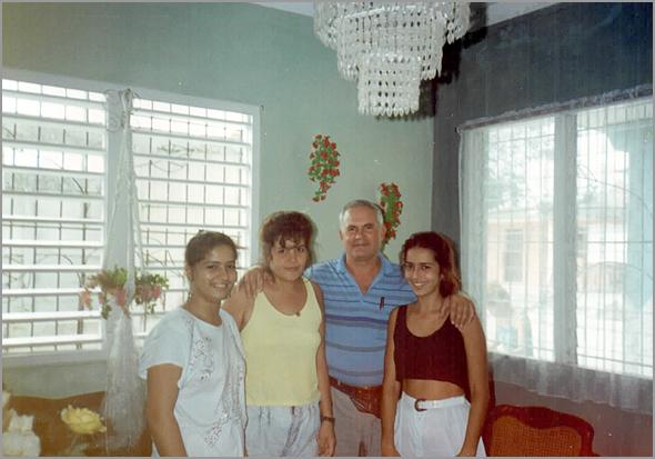Franklim com as moças de Guayos