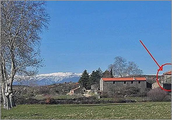 A Quinta de Santo Amaro vista da estrada nacional.                 Marca vermelha na casa que era a habitação do Sr. Morgado
