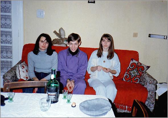 Cláudia, Andreia e irmão em minha casa