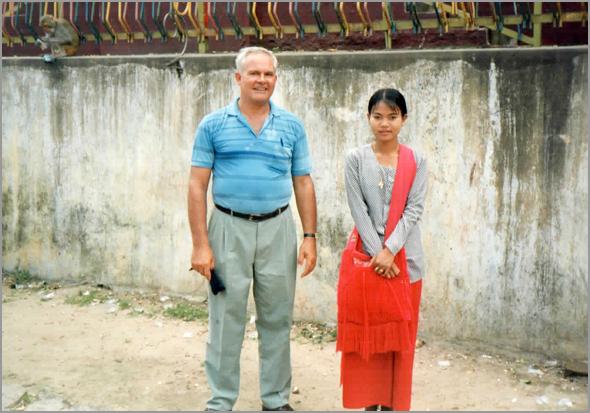 a moça que vendia amendoins para dar aos macacos do templo de Meiktila