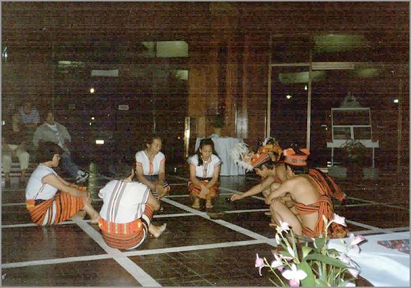 Franklim com os dançarinos de Banaué