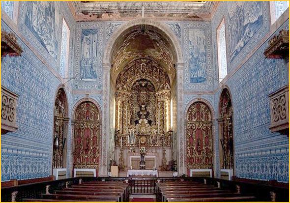 Azulejos no interior  da igreja matriz de Castro Verde