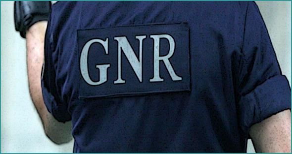 Ideias não lhes faltam... Ladrões roubam Linha da Beira Baixa ... GNR apanhou-os