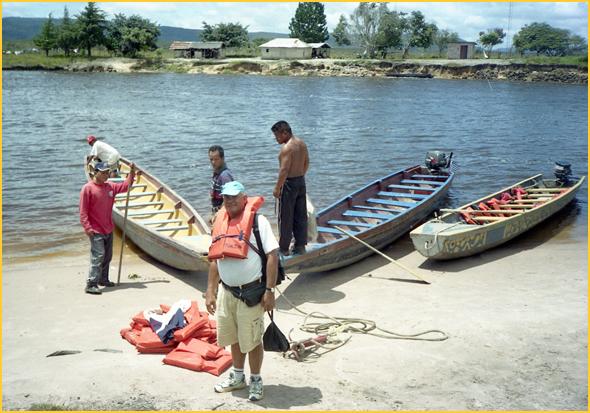 Botes em que viajámos no rio Caroni