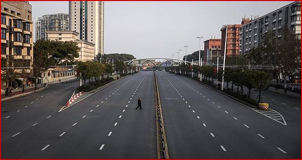 Cidade chinesa durante a quarentena. Imagem verdadeira não manipulada