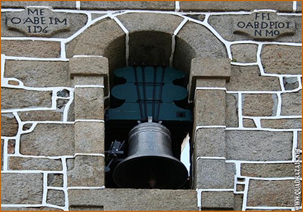 Sino grande da torre de Quadrazais que dá para a praça (Foto: site Quadrazais)