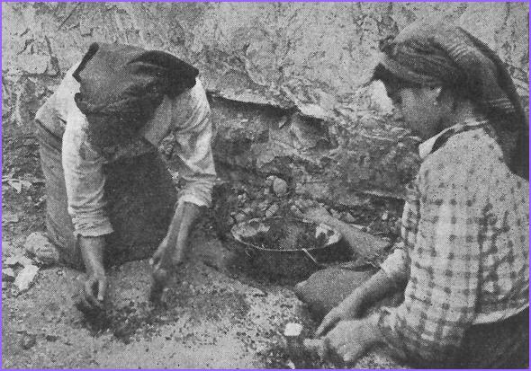 Raparigas procuram minério