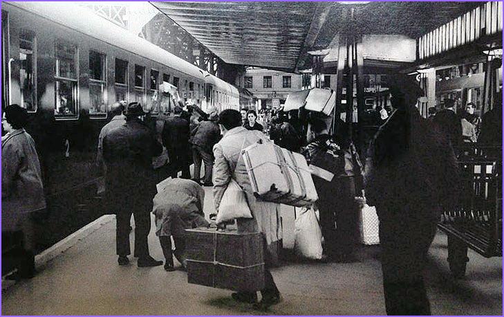 Emigrantes portugueses chegam à gare de Austerlitz (Paris) em 1965