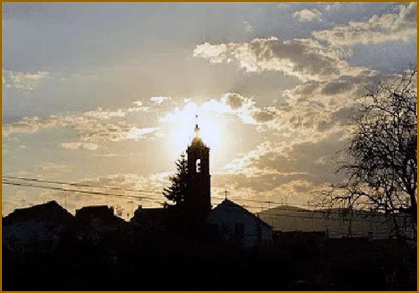 Campanário da igreja do Casteleiro ao pôr-do-sol