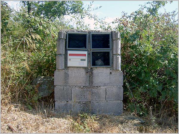 Caixas de correio abandonadas, sinónimo de abandono do mundo rural.