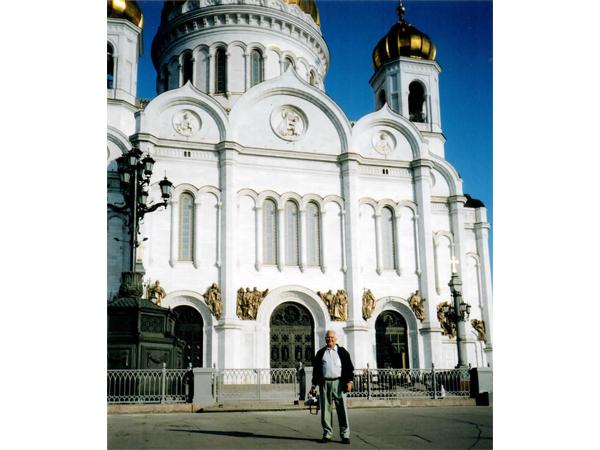 Franklim frente à Igreja da Ressurreição(Voskreshenia)