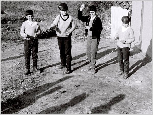 Meninos de Quadrazais balhando o pião há 50 anosMeninos de Quadrazais balhando o pião há 50 anos