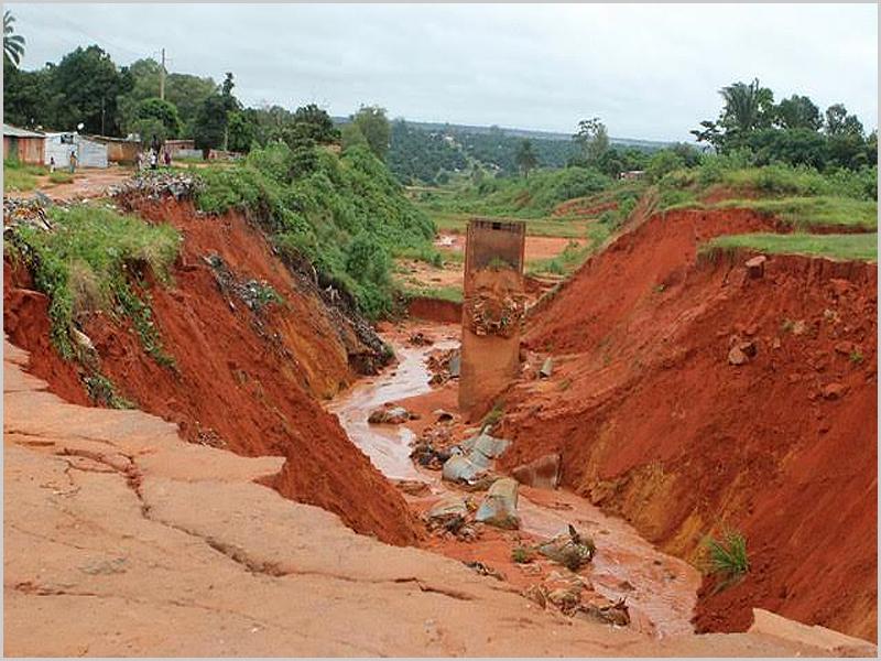 Rio em Angola - as ravinas são outra pandemia - capeiaarraiana.pt