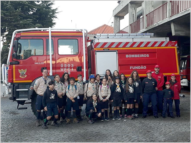 Escuteiros do agrupamento 1335 de Aldeia de Joanes com os Bombeiros do Fundão - capeiaarraiana.pt