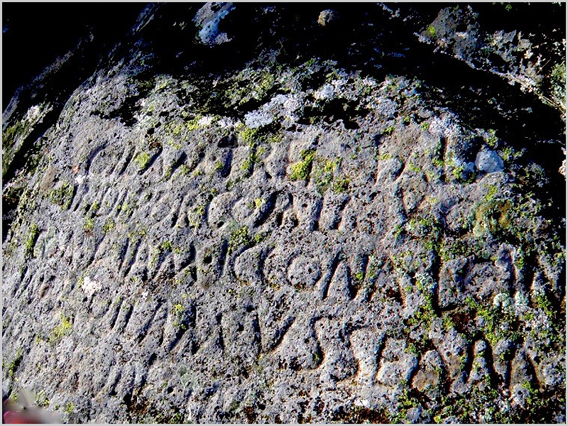 Epígrafe de escrita em língua lusitana (Geomonumento no Cabeço das Fráguas) - capeiaarraiana.pt