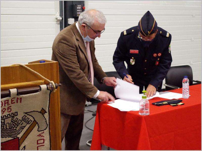 Assinatura da tomada de posse do novo comandante - capeiaarraiana.pt