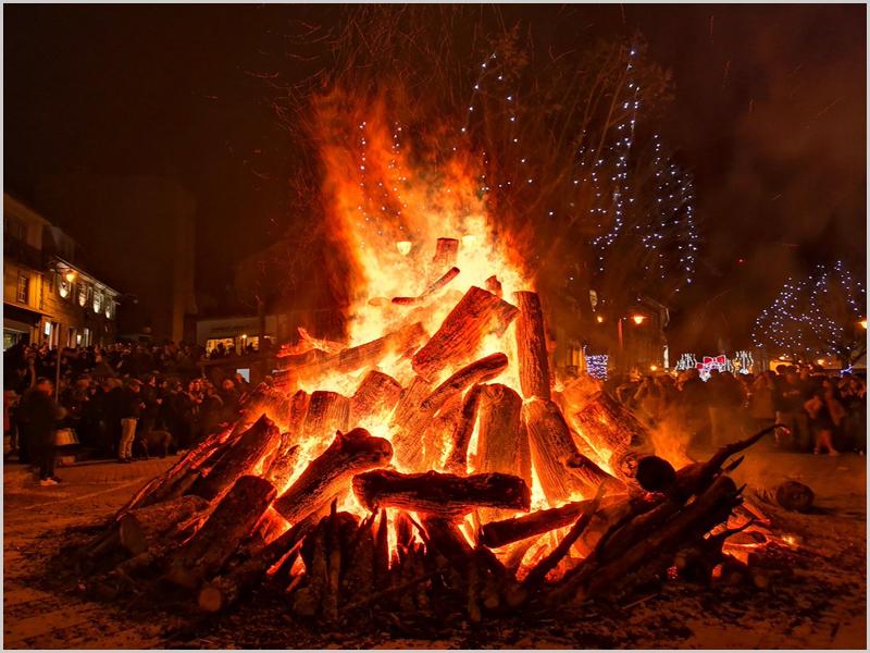 Fogueira de Natal nas aldeias do Sabugal - capeiaarraiana.pt