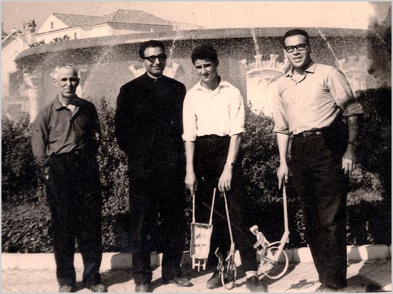 Em Setúbal, o meu saudoso Pai, o Padre Ezequiel, a minha pessoa e o Padre Vaz (os dois ainda estudantes)