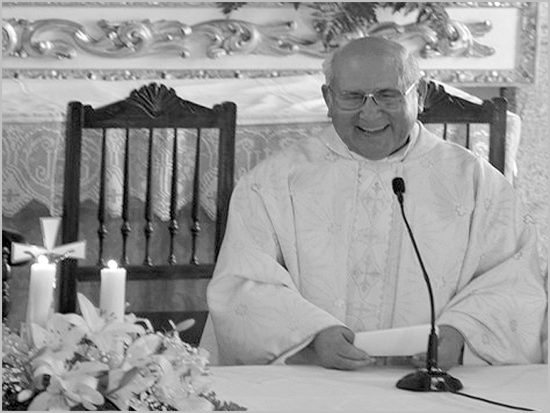 Padre António DIogo na missa dos 50 anos de sacerdócio na igreja do Casteleiro