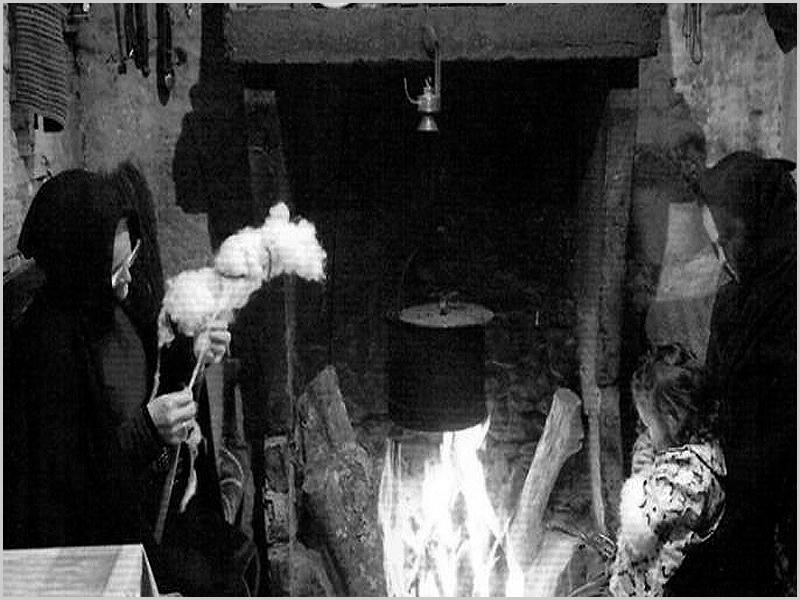 Trabalhos domésticos à lareira em dia de Inverno