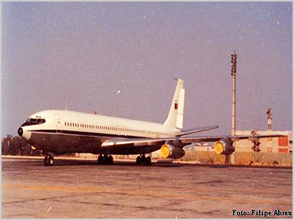Boeing 707 que fazia o transporte das tropas entre o Ultramar e o Continente