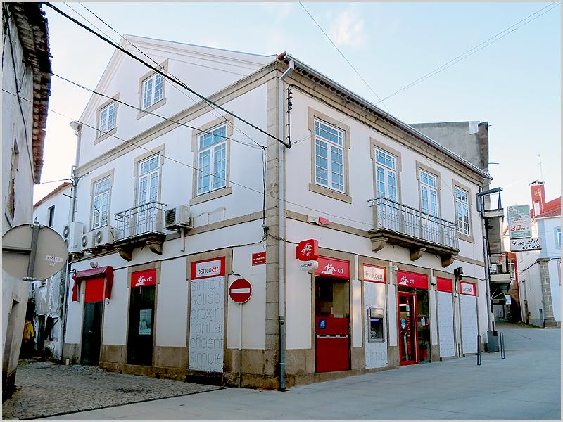 Instalações do Banco CTT e dos CTT-Correios na Rua 5 de Outubro no Sabugal (foto: Jorge Gonçalves)