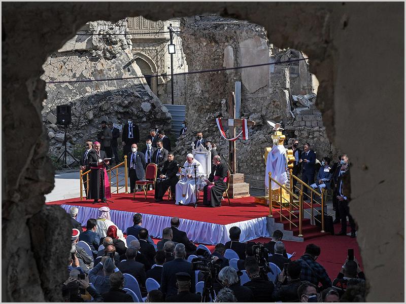 Papa reza pelas vítimas da guerra e do terrorismo, em visita a Mossul, antigo bastião do Estado Islâmico (foto: D.R.)